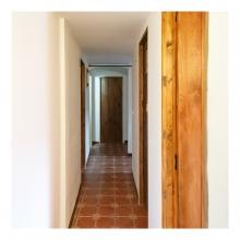 Imagen en la que se ve un pasillo