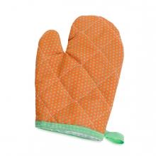 Imagen en la que se ve un guante de cocina
