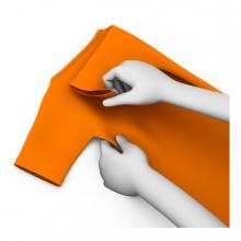 Imagen en la que aparecen unas manos doblando la ropa