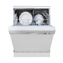 Imagen en la que se ve un lavavajillas abierto