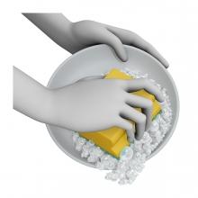 Imagen en la que se ven unas manos fregando un plato