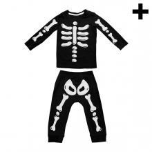Imagen en la que se ve el plural del concepto disfraz de esqueleto