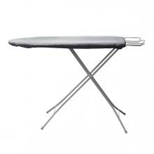 Imagen en la que se ve una tabla de planchar