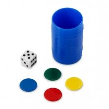 Imagen en la que se ve un cubo de parchís, unas piezas y el dado