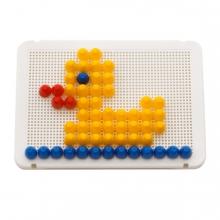 Imagen en la que se ve un juego de pinchitos con un pato ya hecho