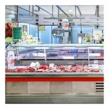 Imagen en la que se ve un puesto de carnicería