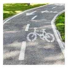 Imagen en la que se ve un carril bici
