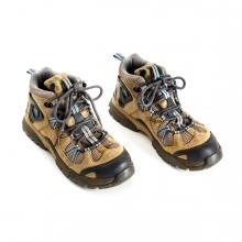 Imagen en la que se ven un par de botas de montaña