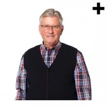 Imagen en la que se ve una persona mayor de medio cuerpo