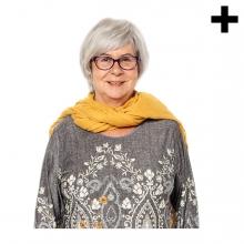 Imagen en la que se ve una mujer mayor de medio cuerpo