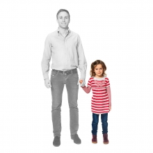 Imagen en la que se ve una hija de la mano de su padre