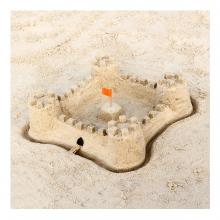 Imagen en la que se ve un castillo de arena