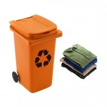 Imagen en la que se ve el concepto de reciclaje de ropa