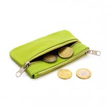 Imagen en la que se ve un monedero con monedas