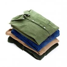 Imagen en la que se ve un montón de ropa doblada
