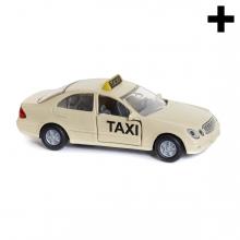 Imagen en la que se un taxi en perspectiva lateral