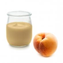 Imagen en la que se ve un yogur de melocotón