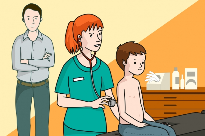 La enfermera ausculta al niño con un fonendoscopio